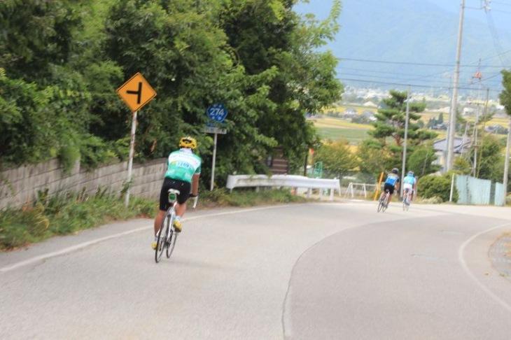 松川地区を目指して下り坂が続きます。