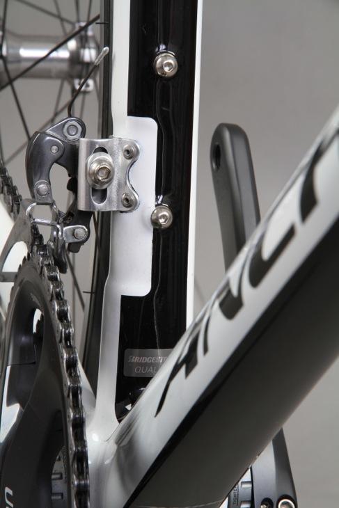 フロントディレイラーは直付式。シンプルなデザインにアンカーの意志が反映される