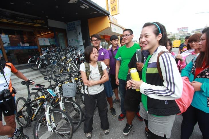 サイクリングで走ったコースを説明してくれた女子高生
