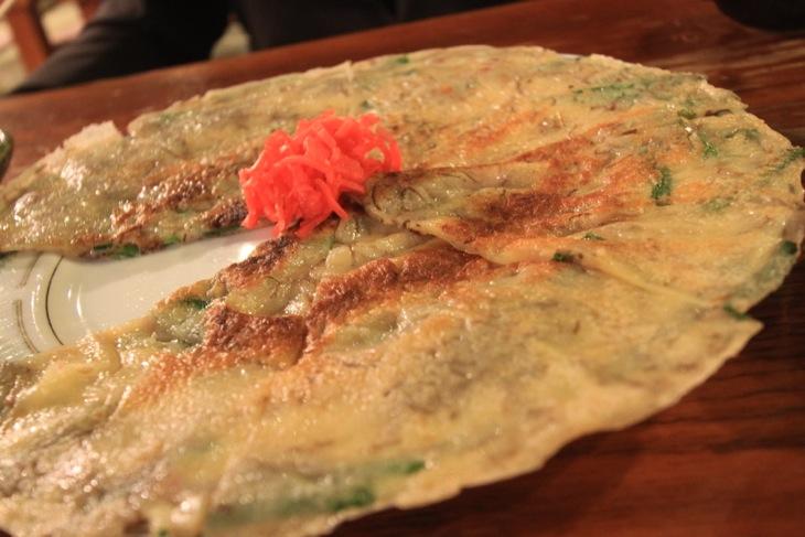沖縄チヂミ。もちもちの食感が病み付きになりそうです。