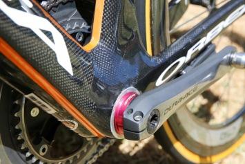 FSA製のアダプターを使用する: photo:Kei Tsuji