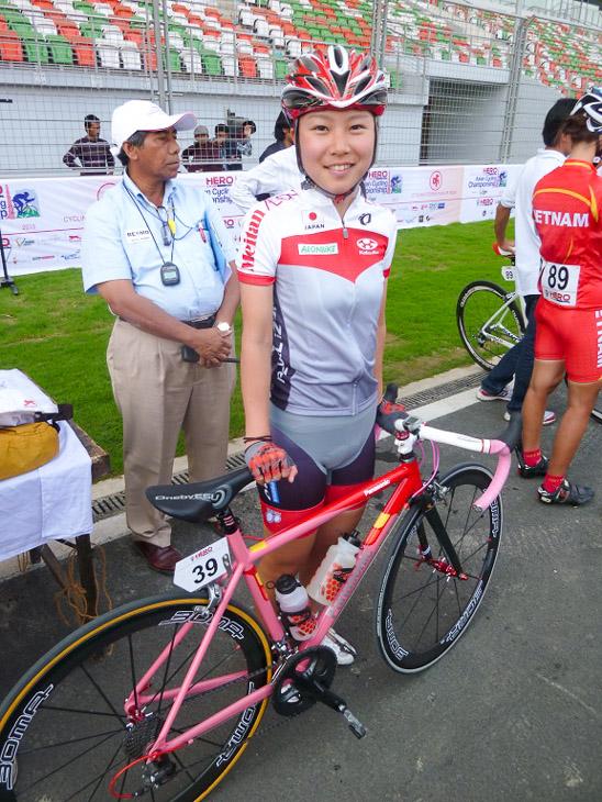ジュニア女子ロード スタート前の坂口聖香(パナソニックレディースチーム)