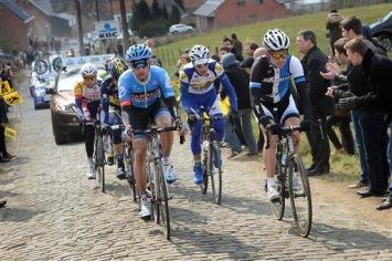 レース序盤から逃げたジェイコブ・レイズ(アメリカ、ガーミン・シャープ)やイェツ・ボル(オランダ、ブランコプロサイクリング)ら: photo:Cor Vos