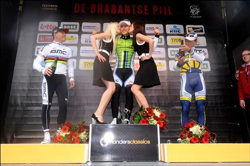 ペーター・サガン(スロバキア、キャノンデールプロサイクリング)が表彰台のてっぺんに立つ