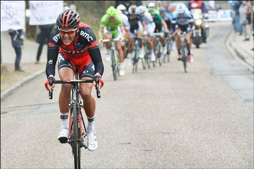 最後の「シャヴェイ」を先頭で登るフレフ・ファンアフェルマート(ベルギー、BMCレーシングチーム)