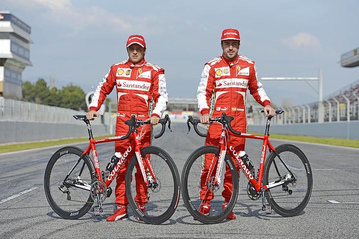 コルナゴ C59 Ferrariチームカラーを操るF1ドライバー(左:フェリペ・マッサ、右:フェルナンド・アロンソ): (c)エヌビーエス
