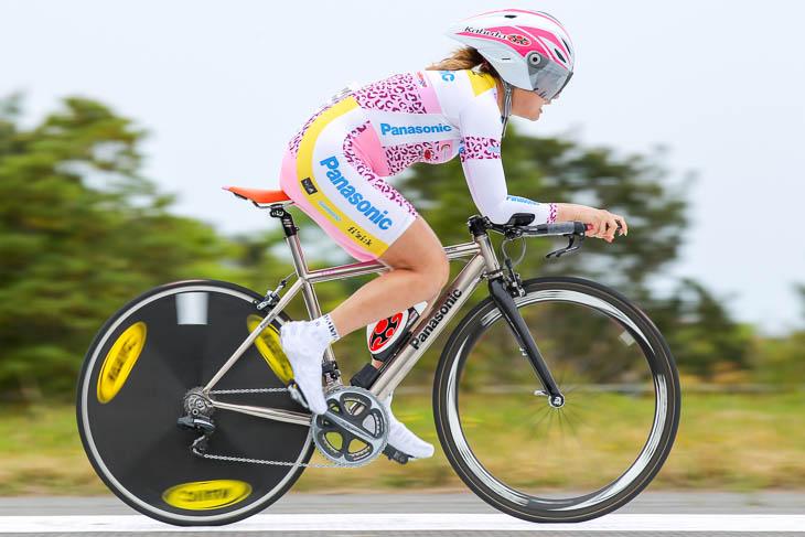 女子優勝の豊岡英子(パナソニックレディース)3分45秒64