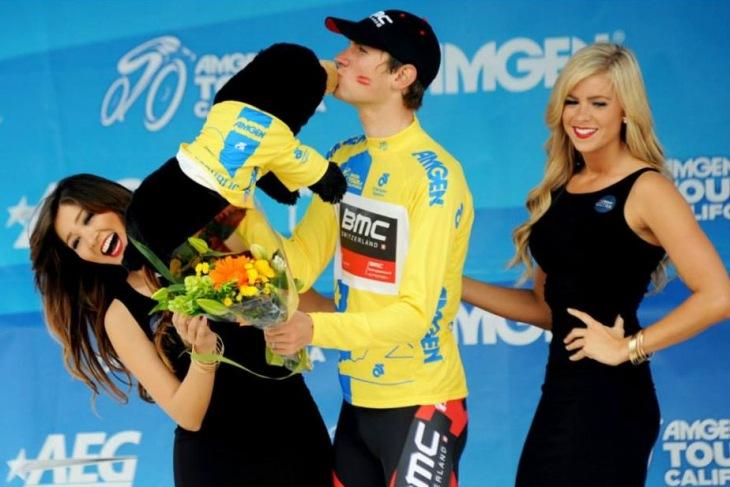 リーダージャージを獲得したティージェイ・ヴァンガーデレン(アメリカ、BMCレーシングチーム)