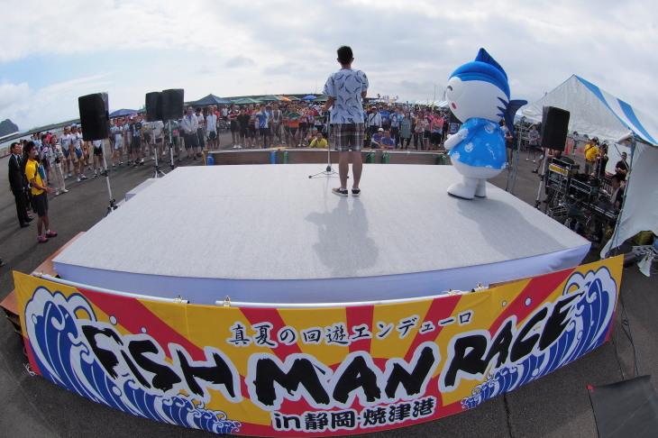 """舞台は焼津港。南""""カミナリ""""隼人さんがMCとして大会を盛り上げる"""