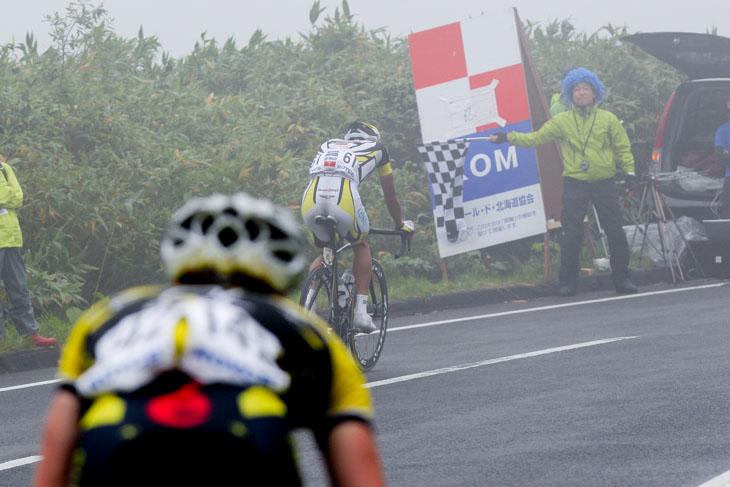第1ステージのニセコチセヌプリのKOMを取る阿部嵩之