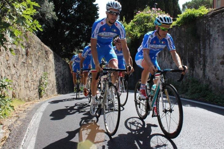 「サルヴィアーティ通り」を登るイタリアナショナルチーム