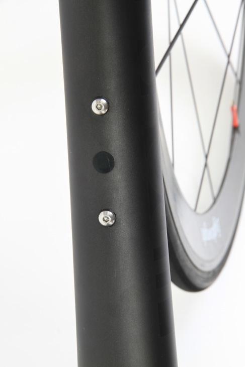 ダウンチューブにはDi2バッテリーケーブルの引き込み口が設けられる