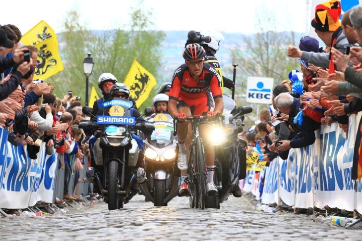 逃げるフレフ・ファンアフェルマート(ベルギー、BMCレーシング)がオウデ・クワレモントで粘る