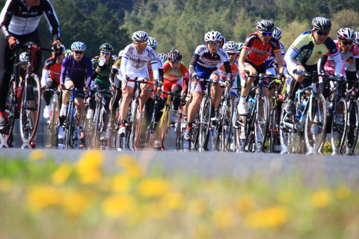 春を感じる陽気の袖ヶ浦フォレスト・レースウェイを駆けるTHE KAIMAKU'16 powered by WizSpo!!~キタゼッ!自転車シーズン!~