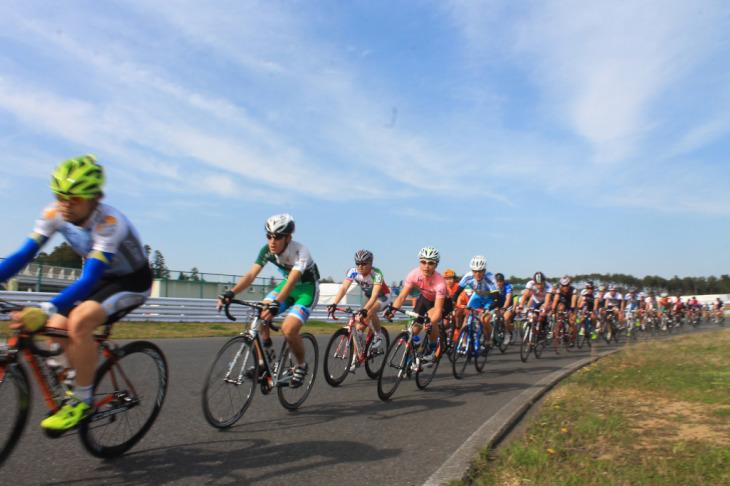 晴れ渡る晴天がサイクリングシーズン開幕を祝福してくれるかのようだった
