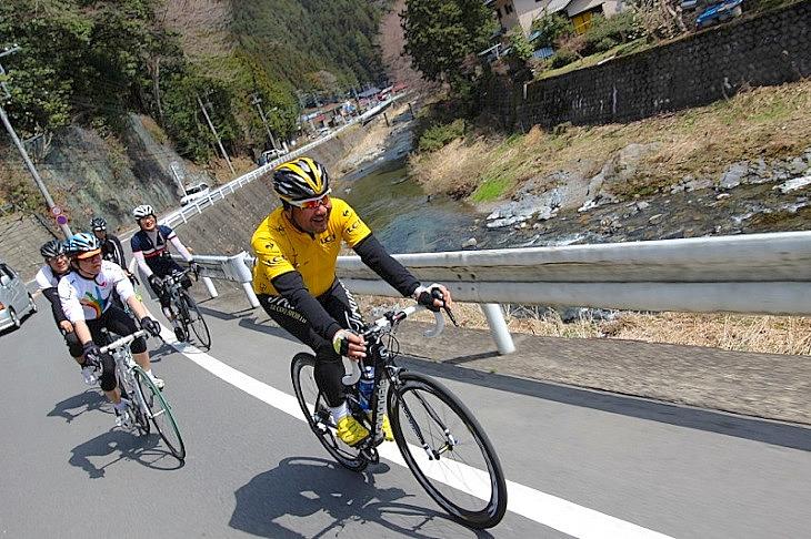 名栗渓谷沿いの県道は信号も殆どありません。