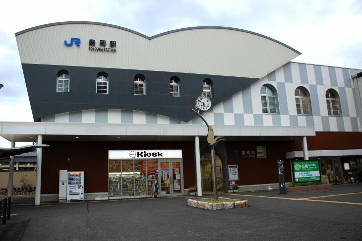 豊岡市のほぼ中央に位置するJR豊岡駅。京都から特急に乗って2時間半程の距離にある