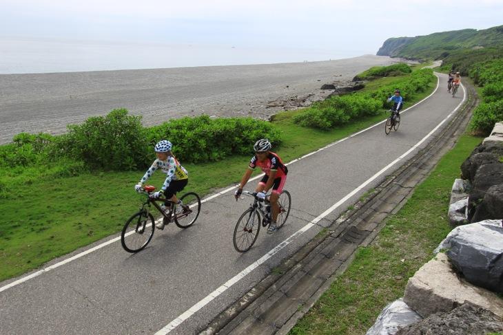 前日は皆でサイクリング。宝石の採れる海岸につくられた自転車道は楽しい