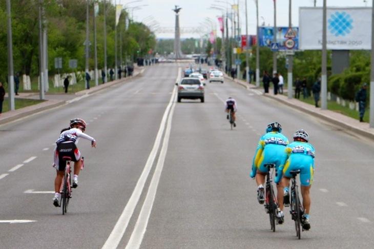 ジュニア女子ロード4周目 坂口と梶原に追いつきたいカザフスタンの2名