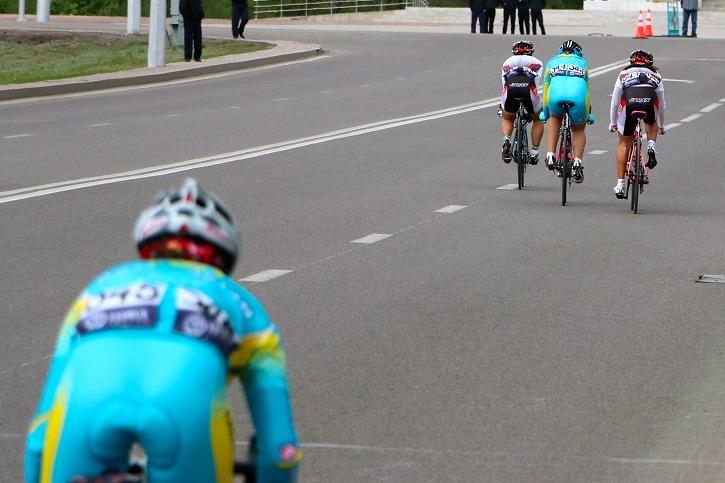 ジュニア女子ロード4周目 カザフスタンの1人と坂口が梶原に追いつき日本チームは良い展開に