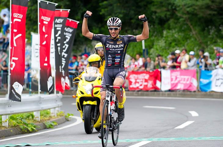 残り1周を逃げ切ったホセ・ビセンテ(TeamUKYO)