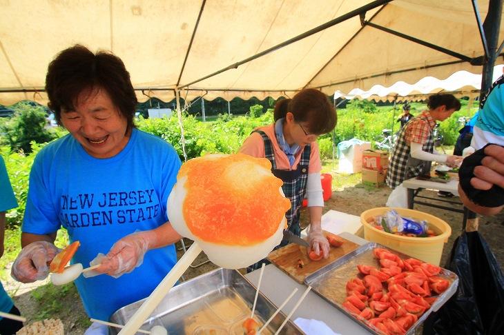 南会津の特産品「ばんでい餅」。塗られているのはじゅうねん味噌