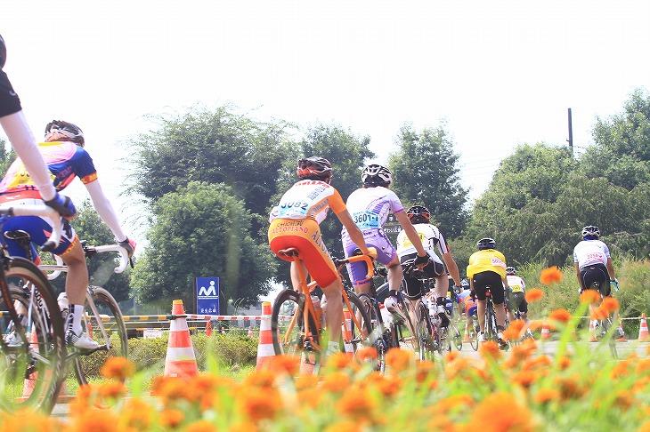 熊谷スポーツ文化公園を走り抜ける