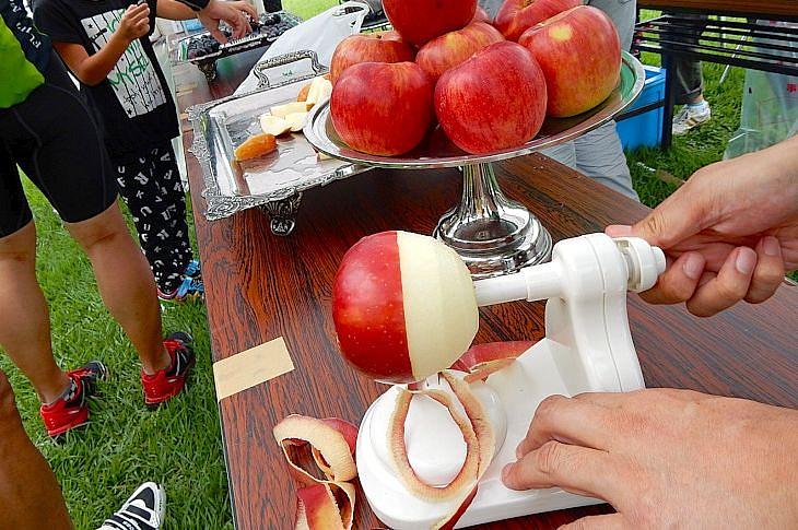 丸ごと1個のリンゴを次々と提供してくれます。