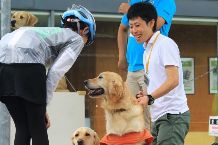 人懐っこい盲導PR犬ともふれあうことができました。貴重な体験ができるのもエコサイならでは