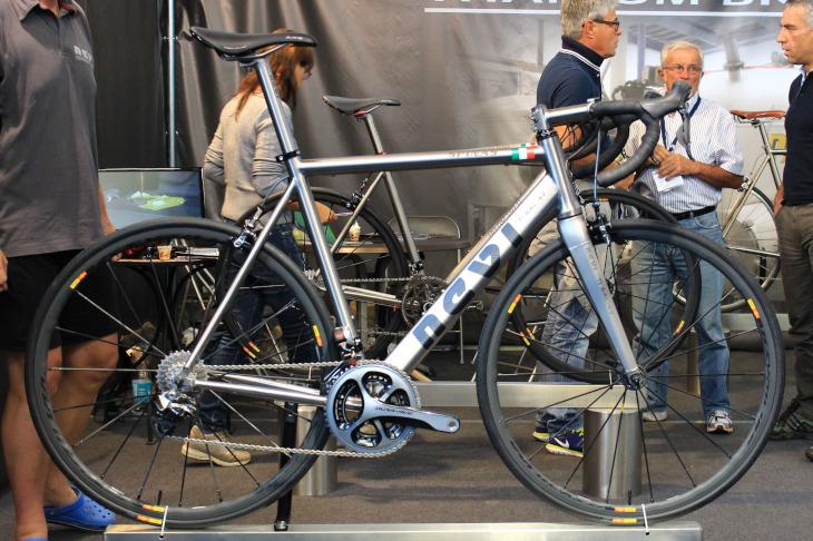 自転車の 自転車 ヘルメット ドイツ製 : ... 自転車ショーで見つけた最新