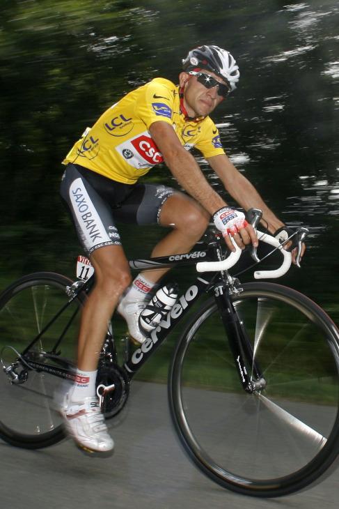 スポンサー外ながらQ-RINGSを使用し2008年のツール・ド・フランスを制したカルロス・サストレ(スペイン)