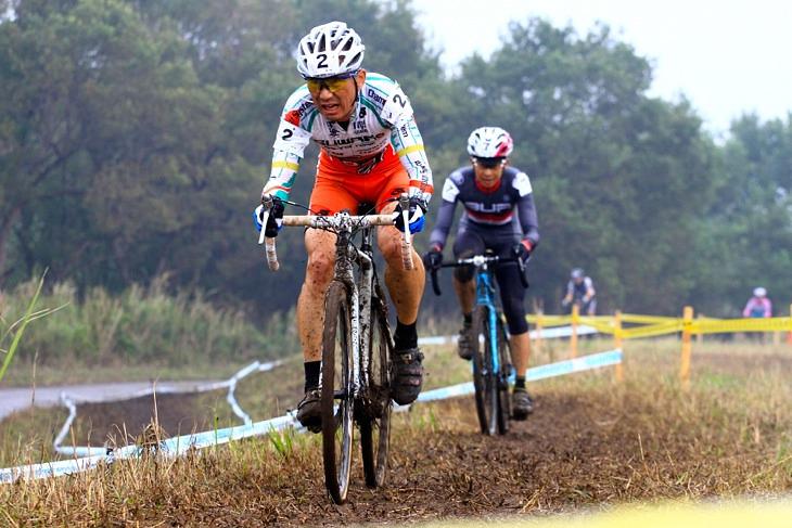 合田正之(Cycle club 3UP)と小坂正則(スワコレーシングチーム)のデッドヒート