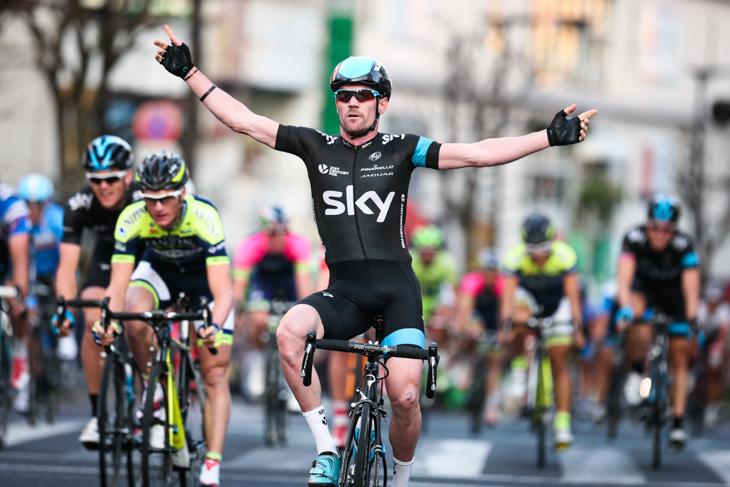 僅差ながらも反射的に両手を挙げたクリストファー・サットン(オーストラリア、チームスカイ): photo:Kei Tsuji