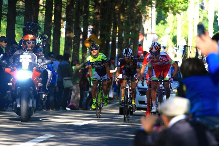 ラスト4周、まだ逃げを続ける4人だが山本元喜(ヴィーニファンティーニNIPPO)が苦しみだす