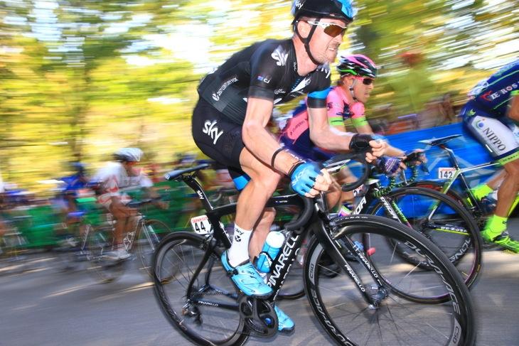 クリテで優勝したクリス・サットン(チームスカイ)が鶴CCを登る