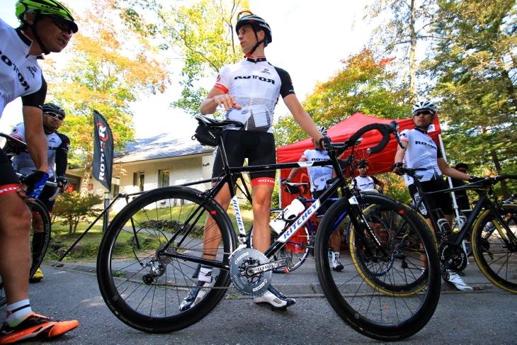 ベルデ氏もマイバイクを持ちこんで軽井沢を走った