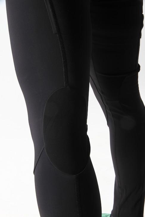 膝裏に独立した1枚のパネルを使用することで、ストレスフリーなペダリングを実現する
