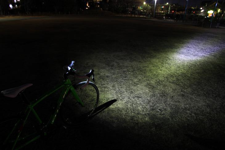 街灯の少ない住宅街などでも安心して走行できるだろう