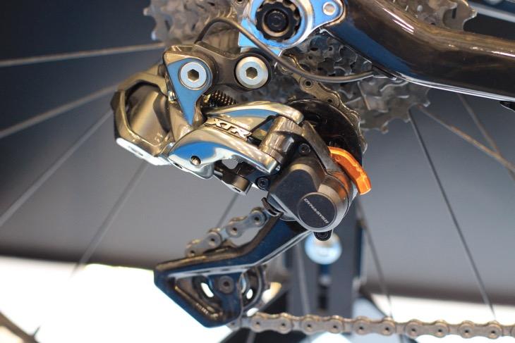 機械式とそん色ないコンパクトなデザインを実現したRD-M9050