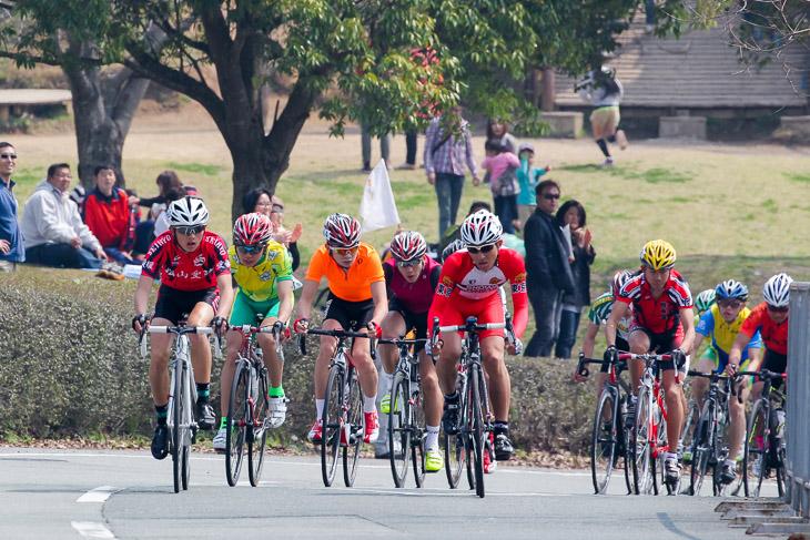 男子最終周回へ、先頭は24人の集団