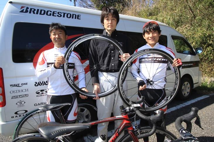 新型R1シリーズの開発に携わった高橋寛彰さん、飯島誠さん、清水都貴さんの3人に話を聞いた