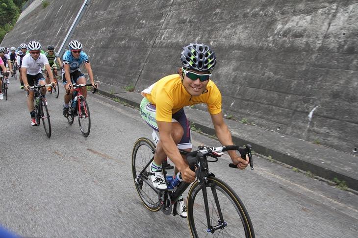 TTでのリードでイエロージャージに袖を通した中村龍太郎(イナーメ)