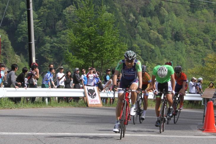 ゴールに走りこんだ高岡亮寛(イナーメ)。最後のボーナスタイムが総合優勝に大きく影響した