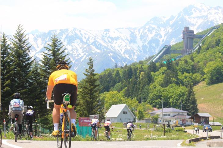 """鉄板の景観を誇る""""白馬ジャンプ競技場""""にやってきました。緑色のジャンプ台が懐かしく感じます。"""
