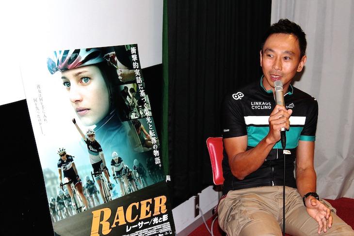 トークイベントで自身のプロ生活を振り返る田代恭崇さん(リンケージサイクリング)