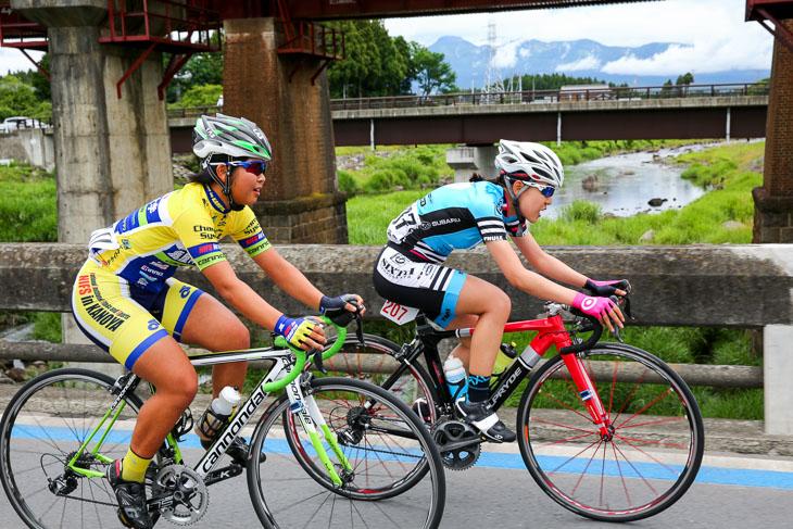WE 7周目、先頭で逃げる樫木祥子(ニールプライド南信スバル)と中井彩子(鹿屋体育大)