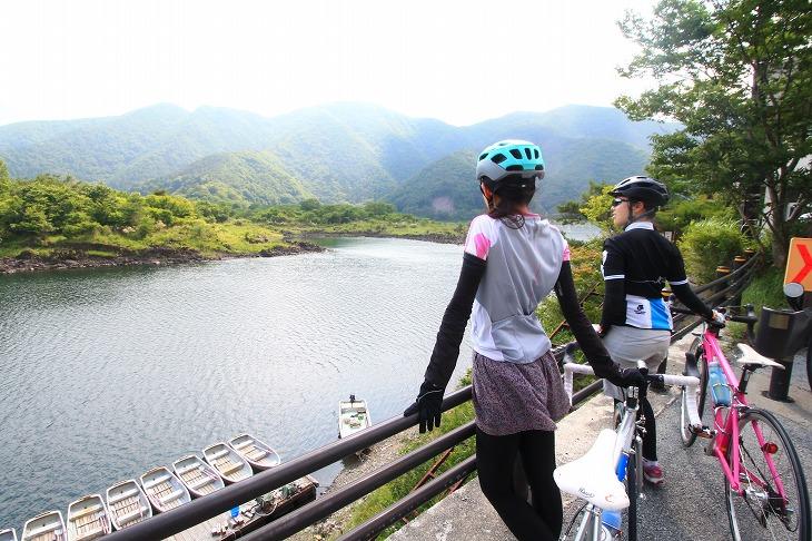 他の湖とはまた違った表情を見せる精進湖