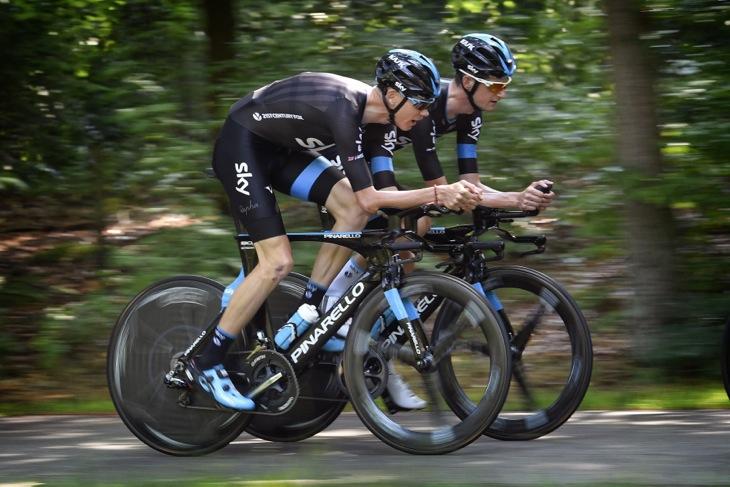 自転車の 自転車 tt トレーニング : コースでTTバイクを試すクリス ...