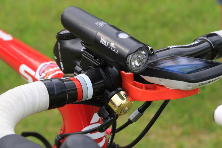 使い込まれたキャットアイVOLT700や、ベルなど普段使いを感じさせるパーツが装着されている