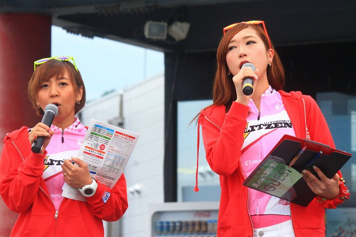 MCの棚橋さん、ブリッツェンフェアリー競技部の杏寿沙さん